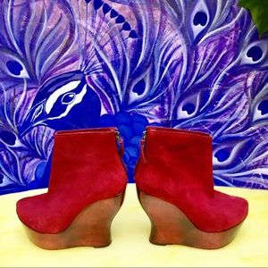 Alice & Olivia red plateau booties